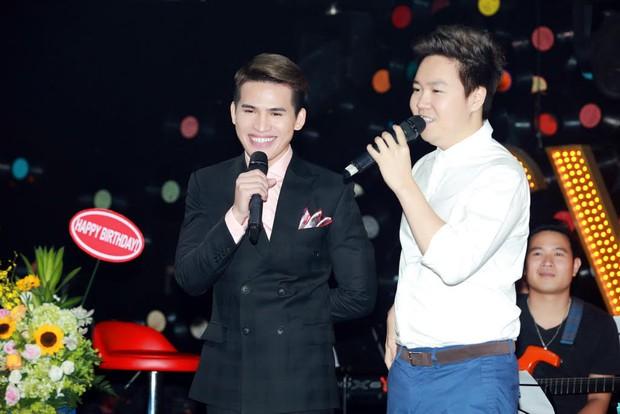 Uyên Linh, Lê Hiếu đến mừng đêm nhạc sinh nhật Quốc Thiên - Ảnh 4.