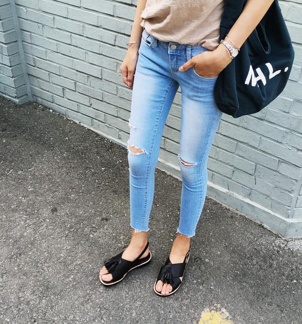 8 kiểu sandal đế bệt trendy nhất mùa hè này - Ảnh 16.