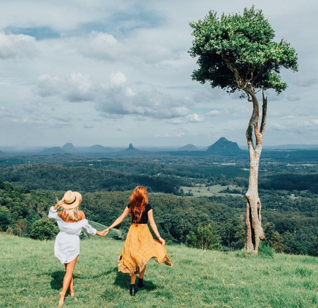 Hai cô gái xinh đẹp mở màn trào lưu đi du lịch cùng bạn gái thân khắp thế giới - Ảnh 13.