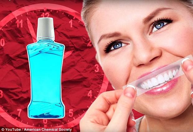 Không phải miếng dán tẩy răng, đâu mới là cách làm trắng răng tốt nhất - Ảnh 3.