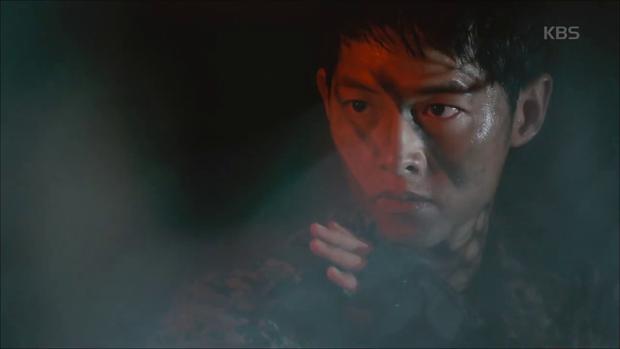 """""""Hậu Duệ Mặt Trời"""": Song Joong Ki """"say nắng"""" Song Hye Kyo từ cái nhìn đầu tiên - Ảnh 1."""