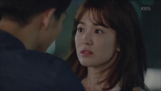 """""""Hậu Duệ Mặt Trời"""": Song Joong Ki """"say nắng"""" Song Hye Kyo từ cái nhìn đầu tiên - Ảnh 33."""