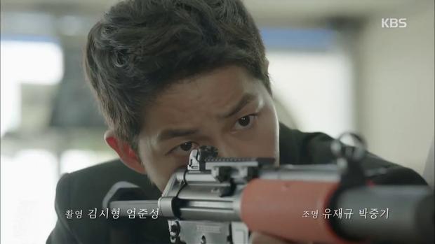 """""""Hậu Duệ Mặt Trời"""": Song Joong Ki """"say nắng"""" Song Hye Kyo từ cái nhìn đầu tiên - Ảnh 6."""