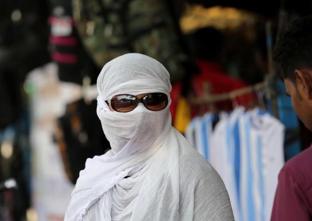 Chùm ảnh: Toàn châu Á vật vã đối phó với nắng nóng khủng khiếp - Ảnh 1.
