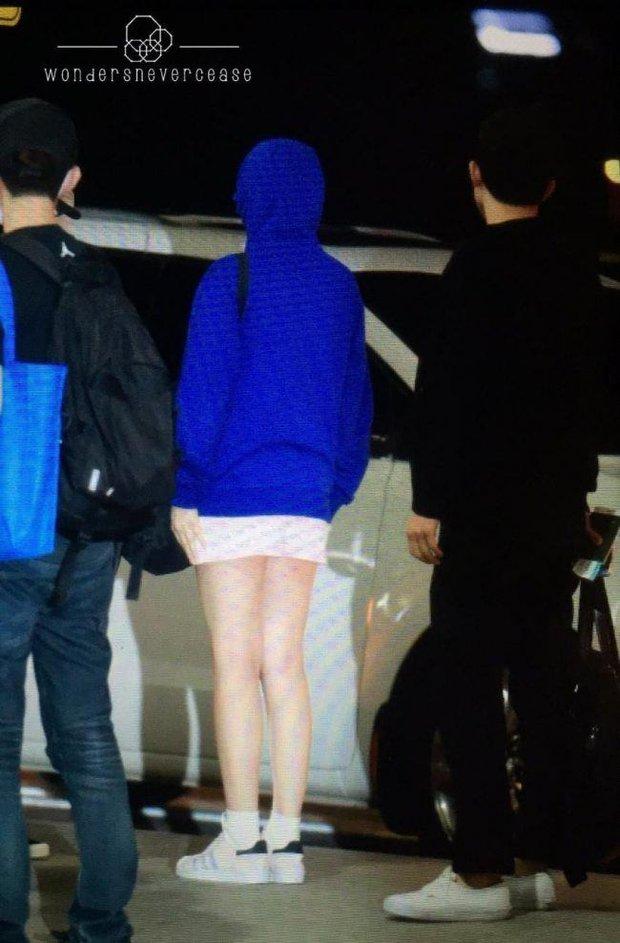 Sợ lộ tóc mới, cả nhóm Red Velvet trùm kín mít như ninja ở sân bay - Ảnh 3.