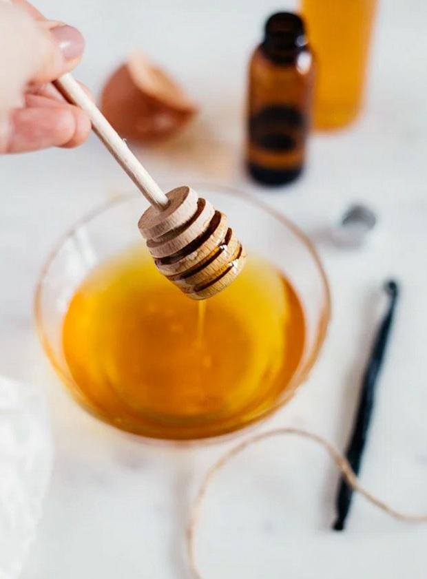 Rửa mặt với mật ong để có làn da tươi trẻ không mụn không khô - Ảnh 1.