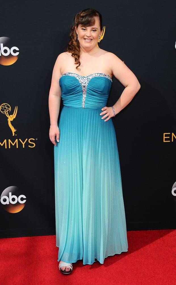 Thảm đỏ Emmy 2016 sáng bừng với màn đọ sắc lộng lẫy của dàn mỹ nhân thế giới - Ảnh 15.