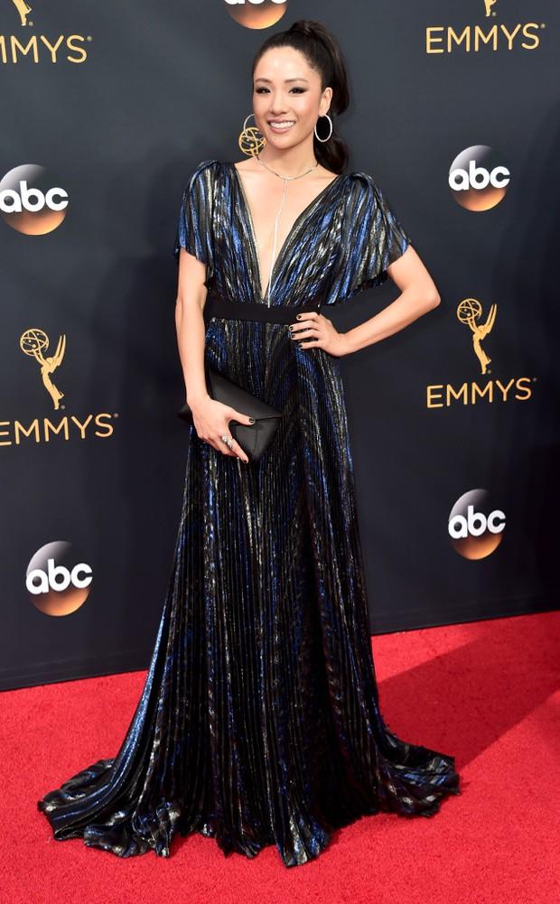 Thảm đỏ Emmy 2016 sáng bừng với màn đọ sắc lộng lẫy của dàn mỹ nhân thế giới - Ảnh 19.