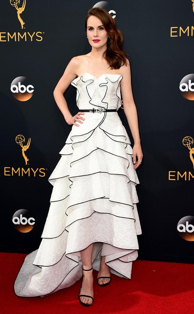 Thảm đỏ Emmy 2016 sáng bừng với màn đọ sắc lộng lẫy của dàn mỹ nhân thế giới - Ảnh 18.