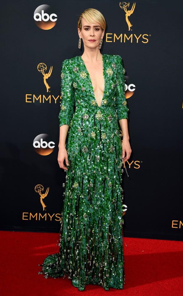 Thảm đỏ Emmy 2016 sáng bừng với màn đọ sắc lộng lẫy của dàn mỹ nhân thế giới - Ảnh 14.