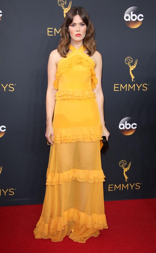 Thảm đỏ Emmy 2016 sáng bừng với màn đọ sắc lộng lẫy của dàn mỹ nhân thế giới - Ảnh 24.