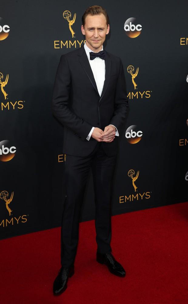 Thảm đỏ Emmy 2016 sáng bừng với màn đọ sắc lộng lẫy của dàn mỹ nhân thế giới - Ảnh 31.