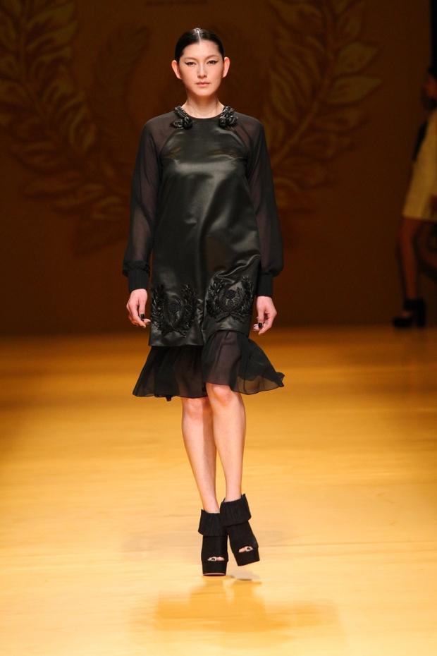 NTK Công Trí mang hồn lúa Việt đến Tokyo Fashion Week - Ảnh 5.