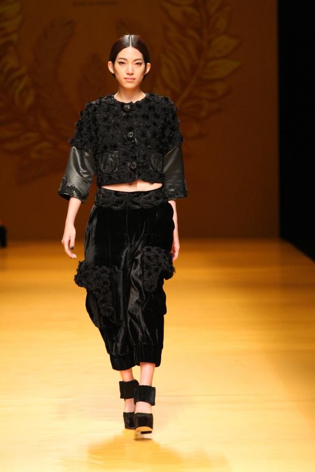 NTK Công Trí mang hồn lúa Việt đến Tokyo Fashion Week - Ảnh 19.