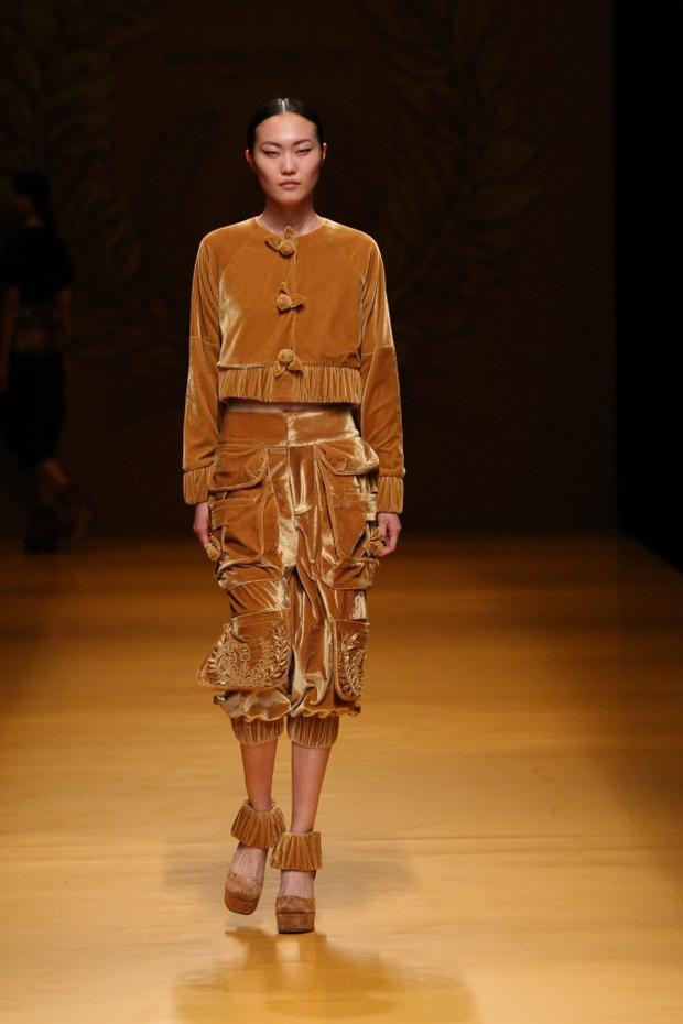NTK Công Trí mang hồn lúa Việt đến Tokyo Fashion Week - Ảnh 20.
