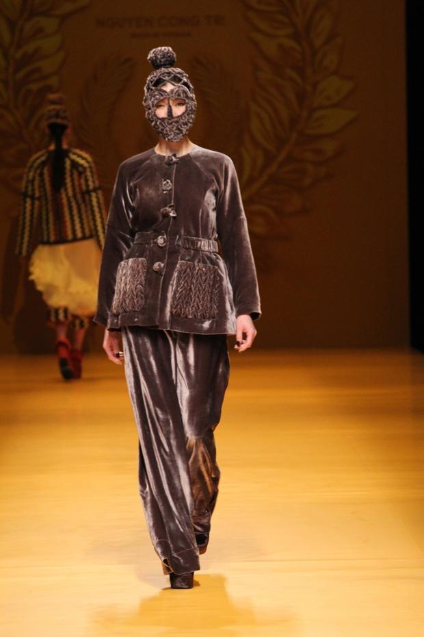 NTK Công Trí mang hồn lúa Việt đến Tokyo Fashion Week - Ảnh 24.