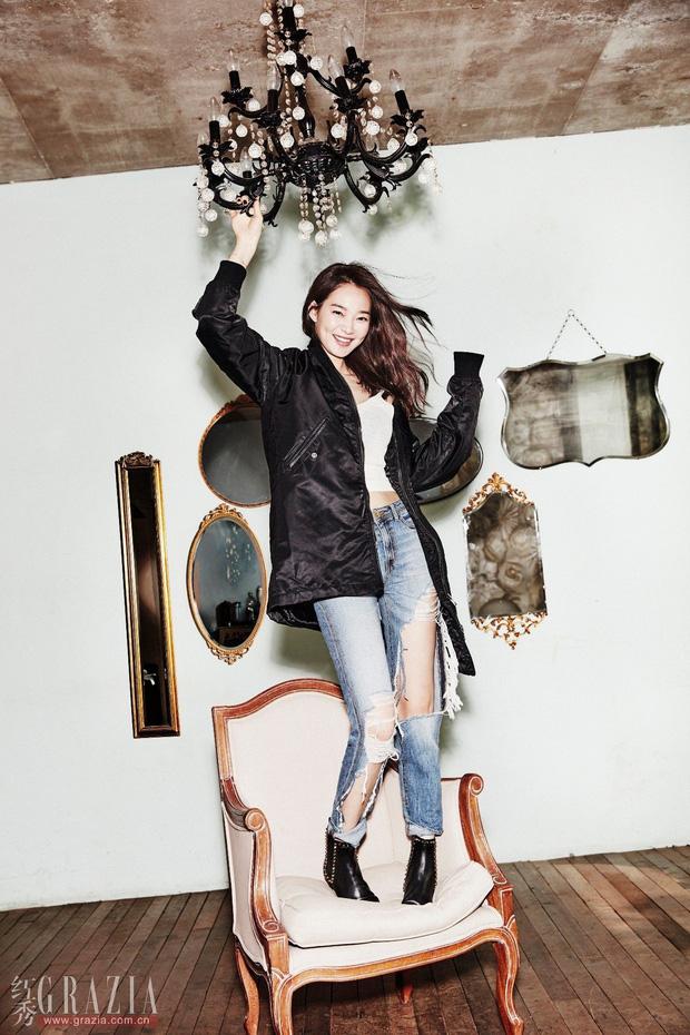 Park Shin Hye đẹp ma mị với suối tóc dài không tưởng, Shin Min Ah sành điệu trên tạp chí - Ảnh 26.