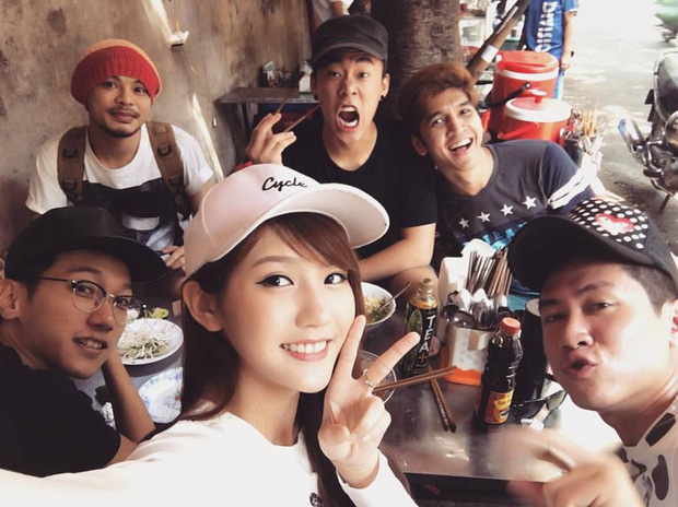 Loạt ảnh du lịch Sài Gòn của hot girl Malaysia khiến fan Việt thích thú - Ảnh 3.
