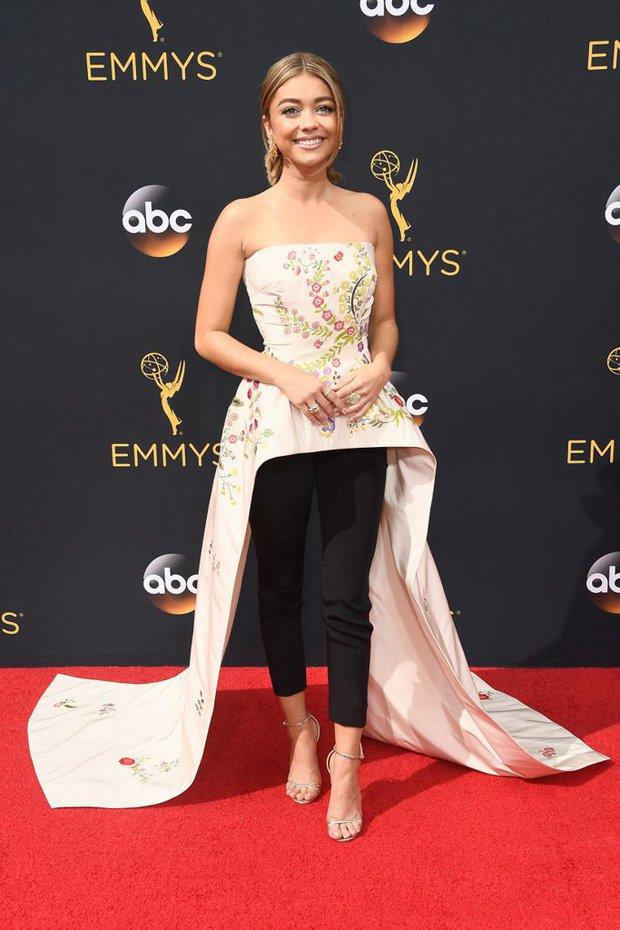 Thảm đỏ Emmy 2016 sáng bừng với màn đọ sắc lộng lẫy của dàn mỹ nhân thế giới - Ảnh 29.