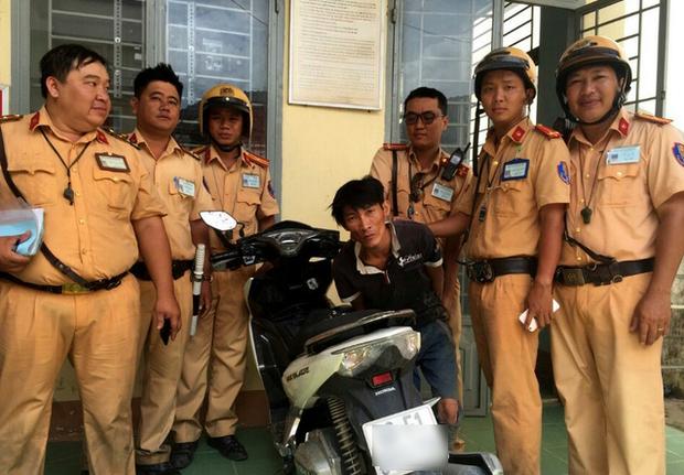 TP. HCM: CSGT truy đuổi hơn 100km trong mưa để bắt tên trộm xe máy  - Ảnh 2.