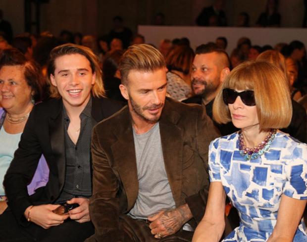 Chỉ có chồng và cậu cả đến góp vui tại show diễn ở NYFW lần này của Victoria Beckham - Ảnh 3.