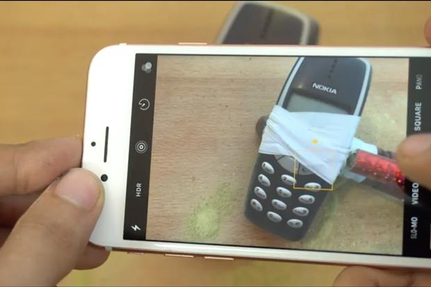 Cùng xem cục gạch Nokia 3310 choảng nhau tung tóe với iPhone 7 - Ảnh 4.