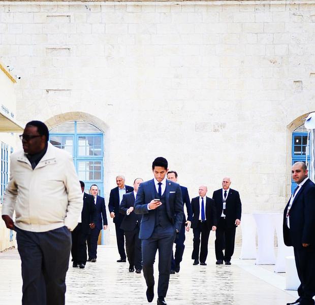 Hoàng tử soái ca đến từ Brunei: Đẹp trai, chuẩn 6 múi và tài sản 20 tỉ đô - Ảnh 13.