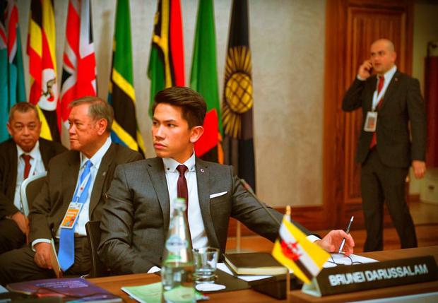 Hoàng tử soái ca đến từ Brunei: Đẹp trai, chuẩn 6 múi và tài sản 20 tỉ đô - Ảnh 14.