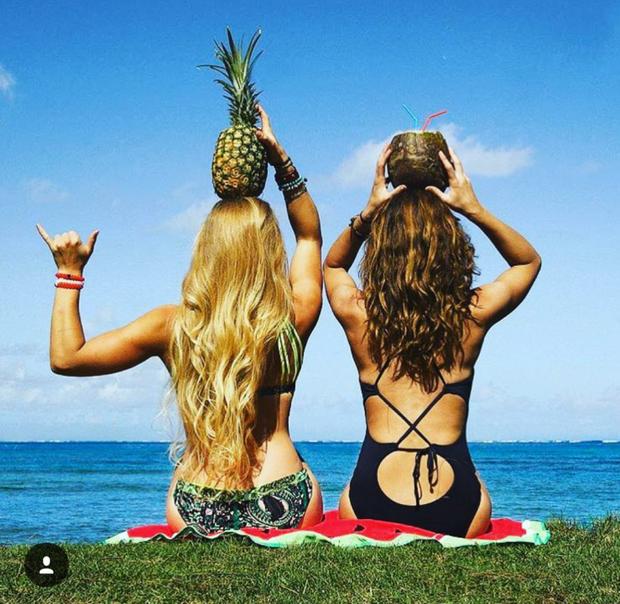 Hai cô gái xinh đẹp mở màn trào lưu đi du lịch cùng bạn gái thân khắp thế giới - Ảnh 15.