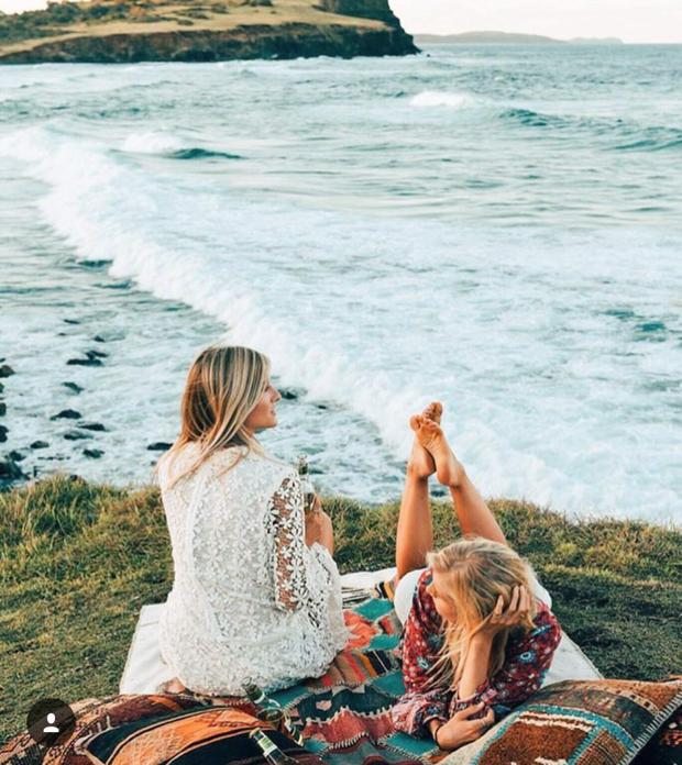Hai cô gái xinh đẹp mở màn trào lưu đi du lịch cùng bạn gái thân khắp thế giới - Ảnh 20.