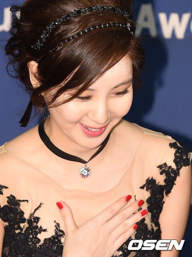 Seohyun (SNSD) đọ sắc nóng bỏng cùng đàn chị, Junsu bị chê vì tóc xù mì trên thảm đỏ nhạc kịch - Ảnh 6.