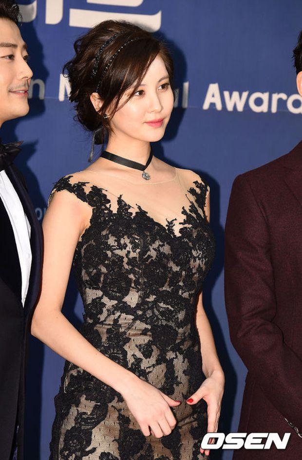Seohyun (SNSD) đọ sắc nóng bỏng cùng đàn chị, Junsu bị chê vì tóc xù mì trên thảm đỏ nhạc kịch - Ảnh 5.