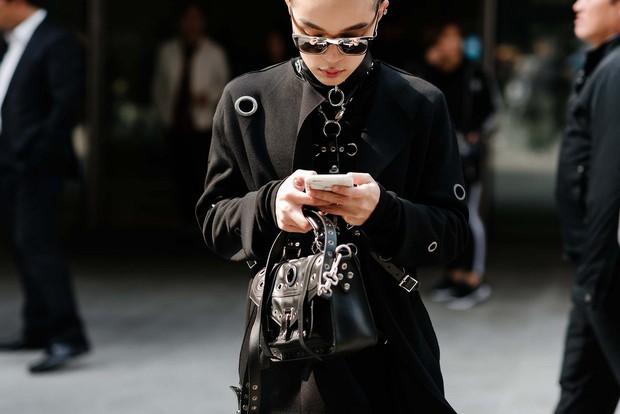 Mới qua 2 ngày Seoul Fashion Week, Kelbin đã lọt Top street style đẹp nhất của Vogue - Ảnh 1.