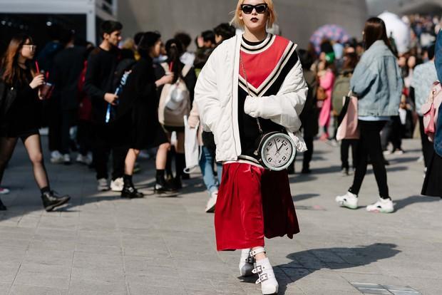 Mới qua 2 ngày Seoul Fashion Week, Kelbin đã lọt Top street style đẹp nhất của Vogue - Ảnh 22.
