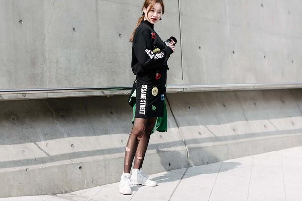 Mới qua 2 ngày Seoul Fashion Week, Kelbin đã lọt Top street style đẹp nhất của Vogue - Ảnh 23.