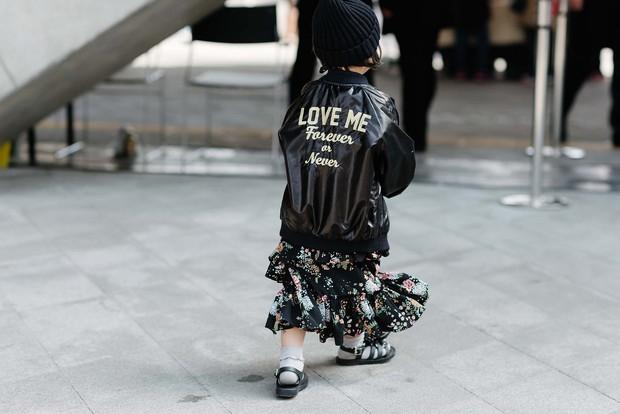 Mới qua 2 ngày Seoul Fashion Week, Kelbin đã lọt Top street style đẹp nhất của Vogue - Ảnh 12.