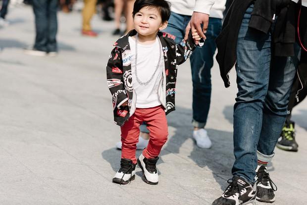 Mới qua 2 ngày Seoul Fashion Week, Kelbin đã lọt Top street style đẹp nhất của Vogue - Ảnh 16.