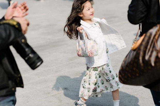 Mới qua 2 ngày Seoul Fashion Week, Kelbin đã lọt Top street style đẹp nhất của Vogue - Ảnh 19.