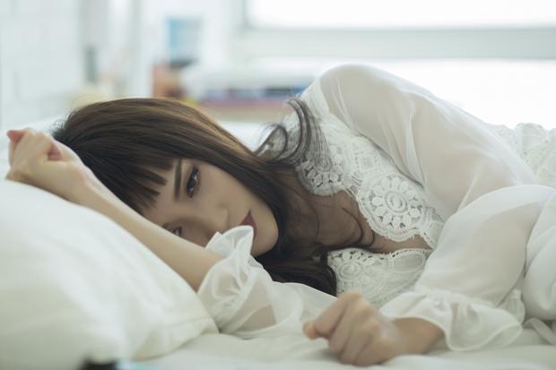 Sĩ Thanh khóc hết nước mắt trong MV do chính mình đạo diễn - Ảnh 10.