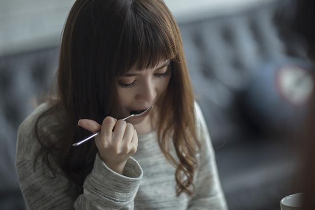 Sĩ Thanh khóc hết nước mắt trong MV do chính mình đạo diễn - Ảnh 12.