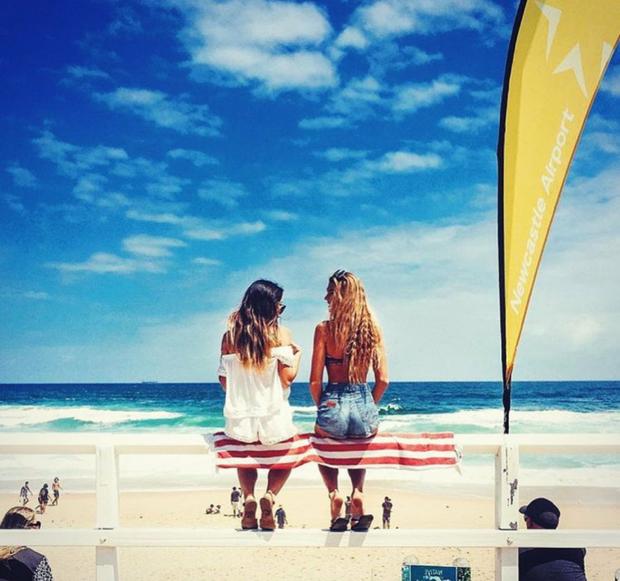 Hai cô gái xinh đẹp mở màn trào lưu đi du lịch cùng bạn gái thân khắp thế giới - Ảnh 30.