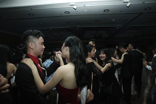 Teen THPT Lê Quý Đôn (TP.HCM) quẩy cực sung trong prom độc lập đầu tiên của trường - Ảnh 23.