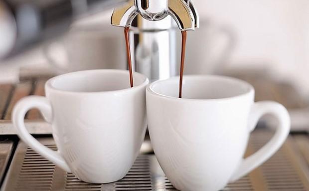 Khoa học chứng minh: Uống cà phê tốt hơn uống trà - Ảnh 1.