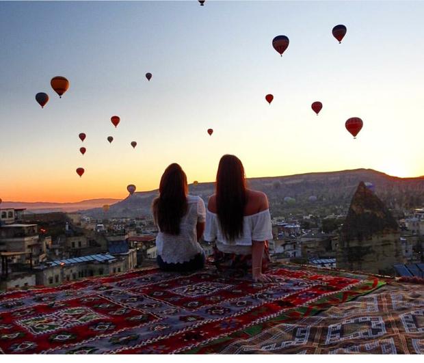 Hai cô gái xinh đẹp mở màn trào lưu đi du lịch cùng bạn gái thân khắp thế giới - Ảnh 31.