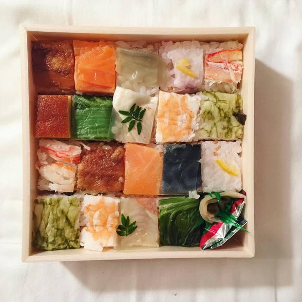 Sushi miếng xưa rồi, bây giờ người Nhật chuyển qua ăn sushi xếp hình đẹp như tranh cơ - Ảnh 3.