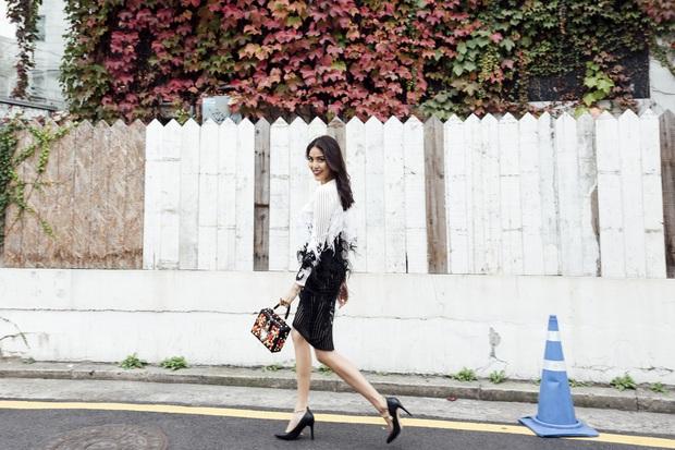 Cô trò Lan Khuê - Mai Ngô nổi nhất tuần qua với street style sành điệu trên đất Hàn - Ảnh 1.