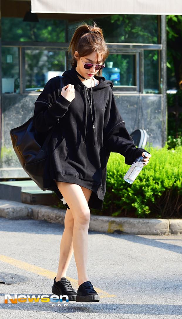Angela Phương Trinh - Tóc Tiên: Xem quần shorts của ai ngắn hơn nào! - Ảnh 15.
