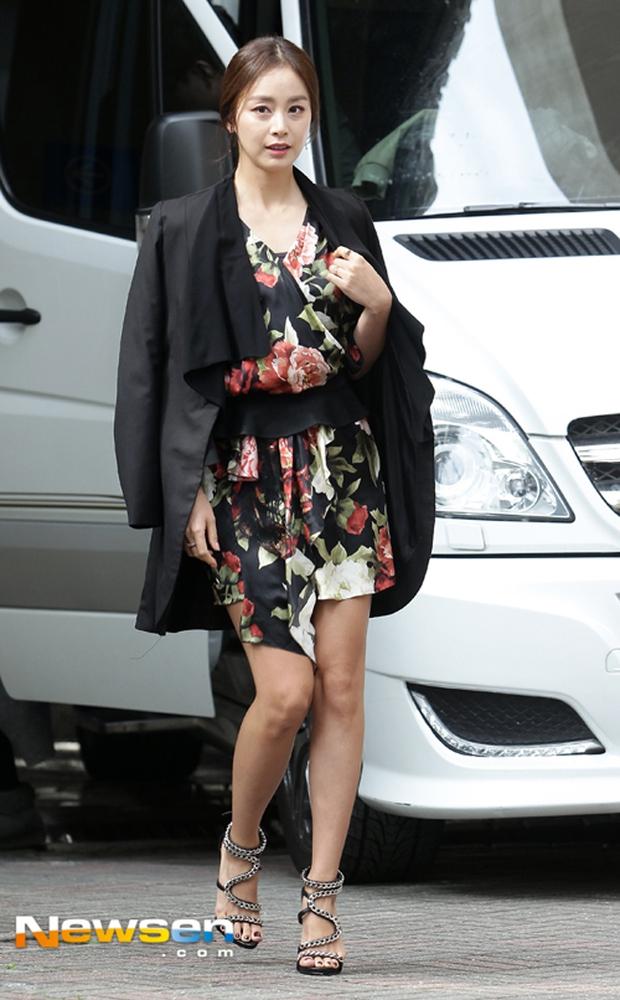 Cô trò Lan Khuê - Mai Ngô nổi nhất tuần qua với street style sành điệu trên đất Hàn - Ảnh 18.