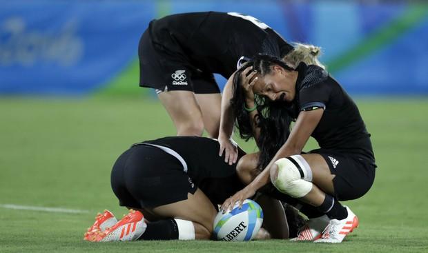 21 khoảnh khắc chạm đến cảm xúc của các vận động viên Olympic Rio 2016 - Ảnh 2.