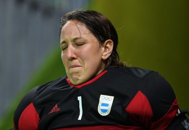 21 khoảnh khắc chạm đến cảm xúc của các vận động viên Olympic Rio 2016 - Ảnh 12.